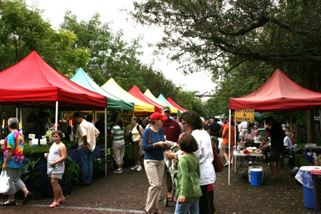 Charleston Farmers Market organic great food and colorful tents & The Charleston Farmers Market | GoCharleston